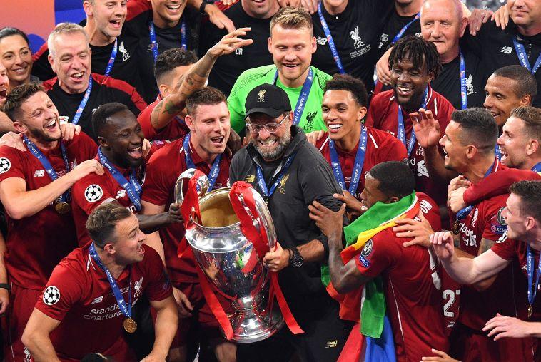 """ליברפול חוגגת עם גביע אירופה. ארנולד: """"רוצים לזכות בתארים נוספים"""" (Gettyimages)"""