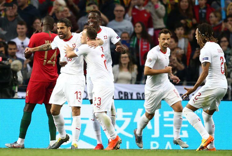 התערבות שנויה במחלוקת של שופטי הוידאו החזירה את שווייץ למשחק (MIGUEL RIOPA/AFP/Getty Images)
