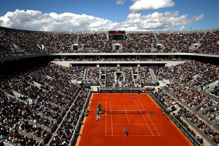 מגרש הטניס המרכזי ברולאן גארוס. יהיה יבש מחר? (Julian Finney/Gettyimages)