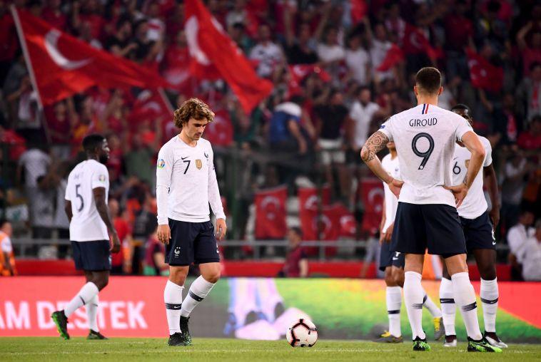 שחקני צרפת המומים בהפסד לטורקיה. חגיגת שערים על אנדורה תשפר את מצב רוחם (FRANCK FIFE/AFP/Getty Images)