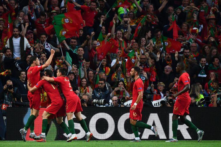 שחקני פורטוגל חוגגים את שער היתרון