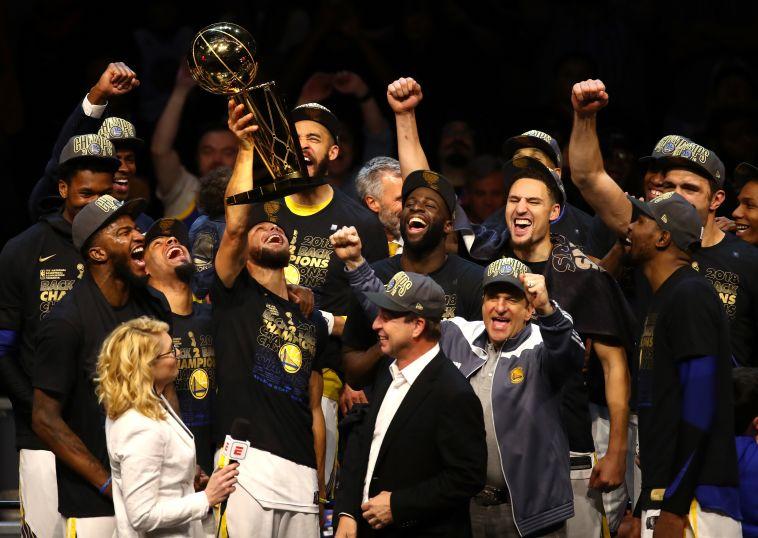 גולדן סטייט ברגעיה הגדולים. סופה של הקבוצה הקבוצה המלהיבה ביותר במאה ה-21 (Justin K. Aller/Getty Images)