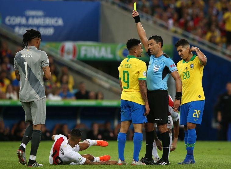 גבריאל ז'סוס מורחק. סיום עגום למשחק נפלא של החלוץ (Alexandre Schneider/Getty Images)