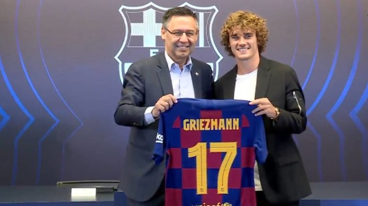 אנטואן גריזמן עם נשיא ברצלונה. ימנעו ממנו לשחק בקבוצתו החדשה? (ברצלונה, רשמי)