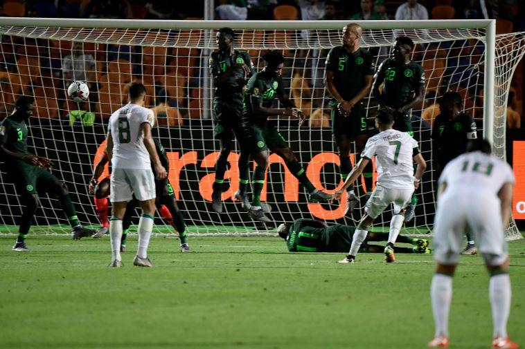 ריאד מאחרז. כדור חופשי מבריק שלו הכריע את המשחק (JAVIER SORIANO/AFP/GettyImages)