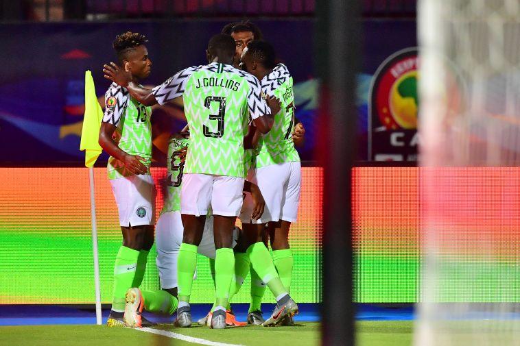 איגהלו התקרב למלכות השערים. שחקני ניגריה חוגגים את השער ששווה מדליית ארד (GIUSEPPE CACACE/AFP/Getty Images)