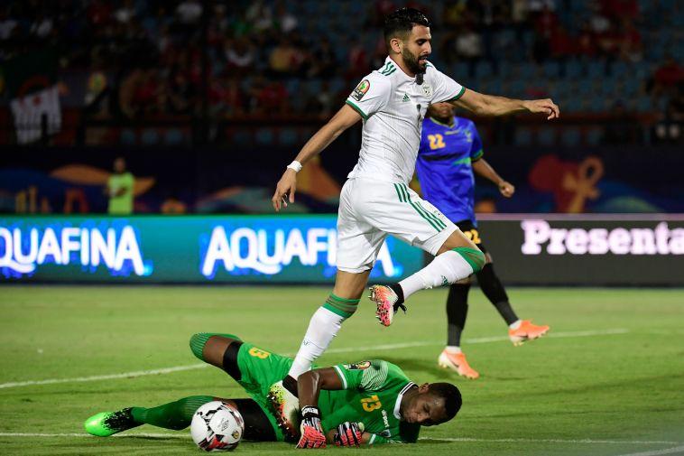 ריאד מחרז העלה את אלג'יריה לגמר עם שער דרמטי (JAVIER SORIANO/AFP/Getty Images)