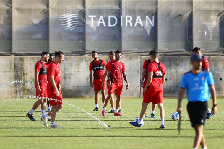 שחקני הפועל באר שבע לקראת המשחק בליגה האירופית (לירון מולדובן)