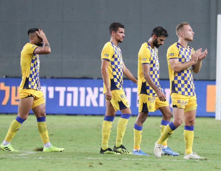 שחקני מכבי תל אביב מאוכזבים. נכשלה מול קבוצות שהיתה אמורה לעבור (דני מרון)