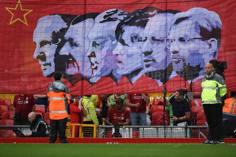 אוהדי ליברפול בטקס הפתיחה (OLI SCARFF/AFP/Getty Images)