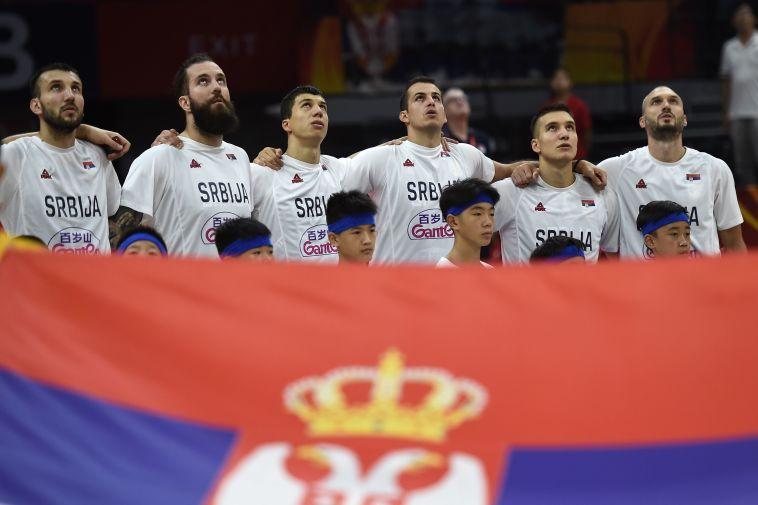 פתיחה מוחצת. שחקני נבחרת סרביה. (YE AUNG THU/AFP/Getty Images)