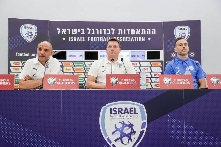 """ברזל לצד הרצוג ונאתכו. """"החשש הוא שיהיה קשה להחזיר את המשחקים הבאים לישראל"""" (דני מרון)"""