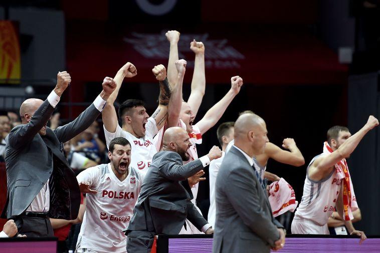 הפתעת הטורניר. שחקני נבחרת פולין חוגגים. (YE AUNG THU/AFP/Getty Images)