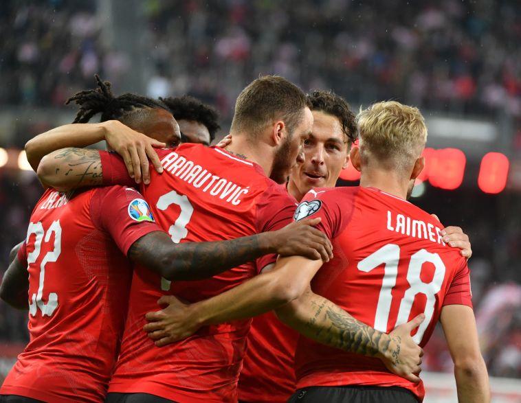שחקני נבחרת אוסטריה חוגגים. יש להם עוד הרבה עבודה עד היורו (BARBARA GINDL/AFP/Getty Images)