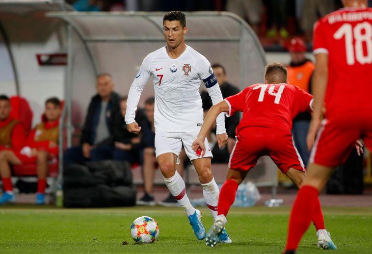 רונאלדו. הנבחרת הפורטוגלית משחקת כמעט אך ורק דרכו (PEDJA MILOSAVLJEVIC/AFP/Getty Images)