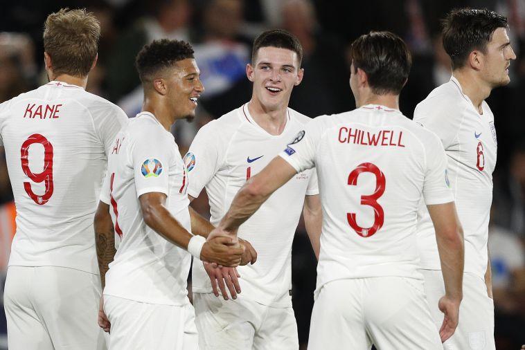 חגיגת שערים מטורפת. שחקני נבחרת אנגליה חוגגים (ADRIAN DENNIS/AFP/Getty Images)