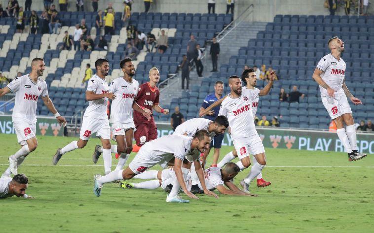 שחקני הפועל חיפה חוגגים את הניצחון החשוב (דני מרון)