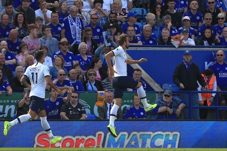 חלוץ נבחרת אנגליה סיפק ביצוע ענק כדי להעניק יתרון לספרס (LINDSEY PARNABY/AFP/Getty Images)