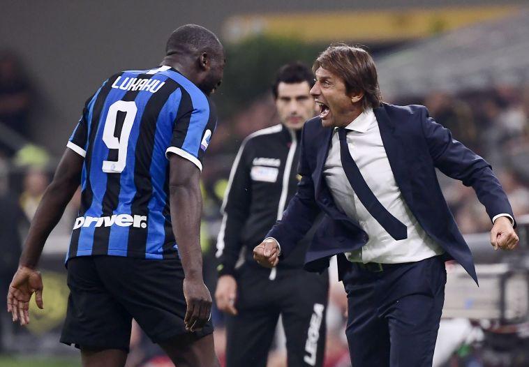 אנטוניו קונטה ורומלו לוקאקו. המאמן יהיה תלוי בחלוץ הבלגי ( MARCO BERTORELLO/AFP/Getty Images)