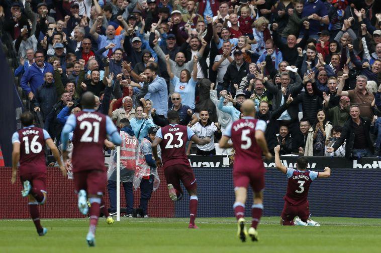 שער מרהיב ששווה ניצחון. שחקני ווסטהאם חוגגים (IAN KINGTON/AFP/Getty Images)