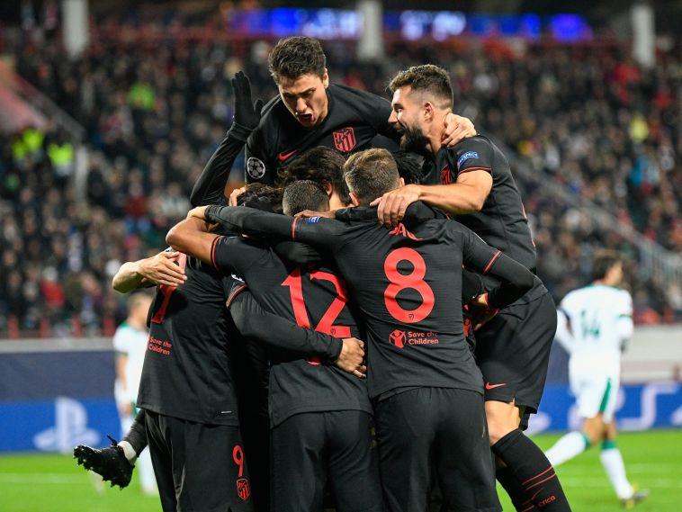 ניצחון ראשון העונה בליגת האלופות. שחקני אתלטיקו מדריד חוגגים (DIMITAR DILKOFF/AFP via Getty Images)