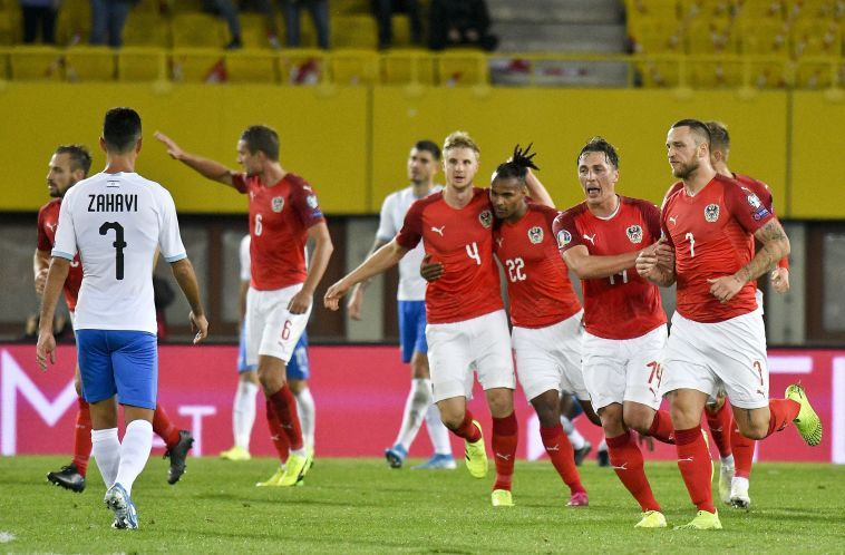 שחקני נבחרת אוסטריה חוגגים.