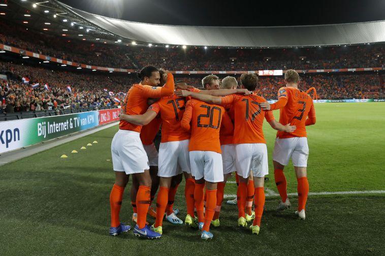 עמדו בלחץ והשיגו את הנקודות. שחקני נבחרת הולנד חוגגים (MAURICE VAN STEEN/ANP/AFP via Getty Images)