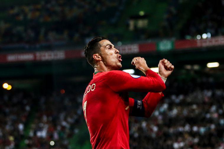 רונאלדו חוגג את השער ה-699 בקריירה. יחכה למשחק הבא (CARLOS COSTA/AFP via Getty Images)