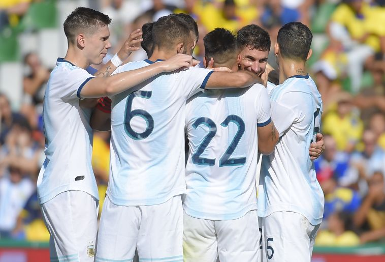 צמד משחקים חיובי. שחקני נבחרת ארגנטינה חוגגים (JOSE JORDAN/AFP via Getty Images)