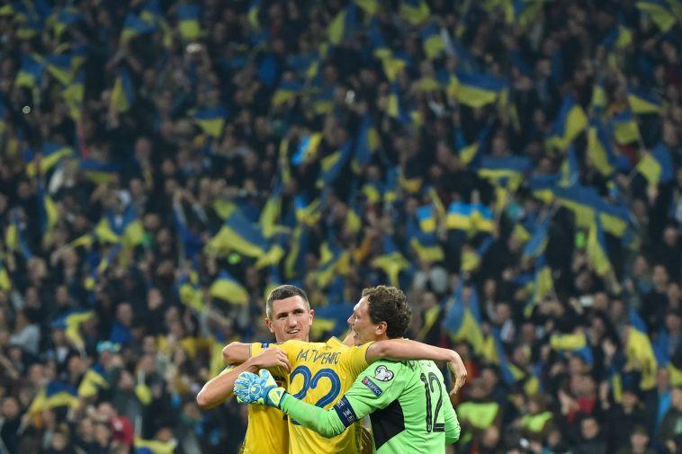 אושר גדול בקרב אוקראינה, שהבטיחה את מקומה ביורו 2020 (GENYA SAVILOV/AFP via Getty Images)