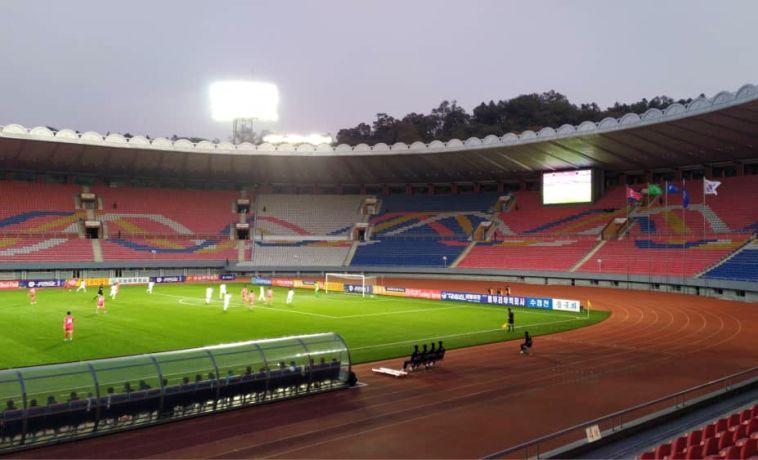 משחק סוריאליסטי לעיני אצטדיון ריק בפיונגיאנג (באדיבות KFA)
