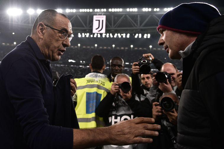 סארי עם מיכאלוביץ'. המאמן האורח זכה למחיאות כפיים רבות מהאוהדים של יובנטוס בעלייה למגרש (MARCO BERTORELLO/AFP via Getty Images)