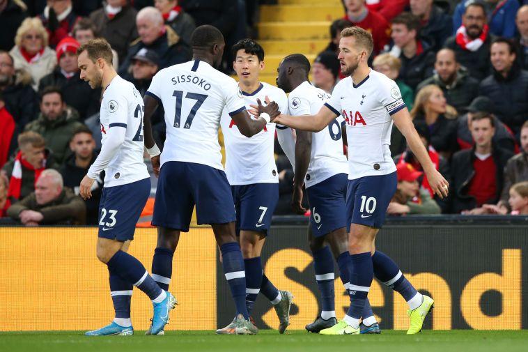 שחקני טוטנהאם חוגגים. ליברפול לא ספגה שער בדקה הראשונה באנפילד מאז 1999 (Jan Kruger/Getty Images)