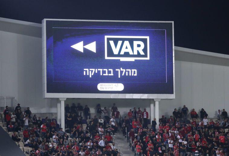 """""""אנחנו עוד חדשים עם השימוש ב-VAR"""" (דני מרון)"""
