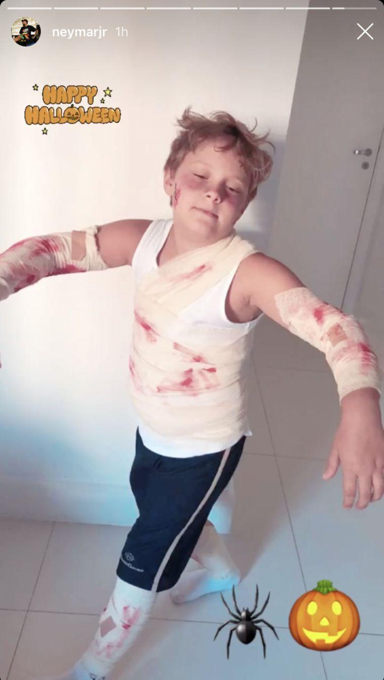 דבי, בנו בן השמונה של ניימאר מחופש לפצוע (צילום: אינסטגרם)