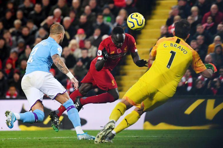 סאדיו מאנה כובש את השלישי. ליברפול לא נותנת לסיטי לשחק את המשחק שלה (Laurence Griffiths/Getty Images)