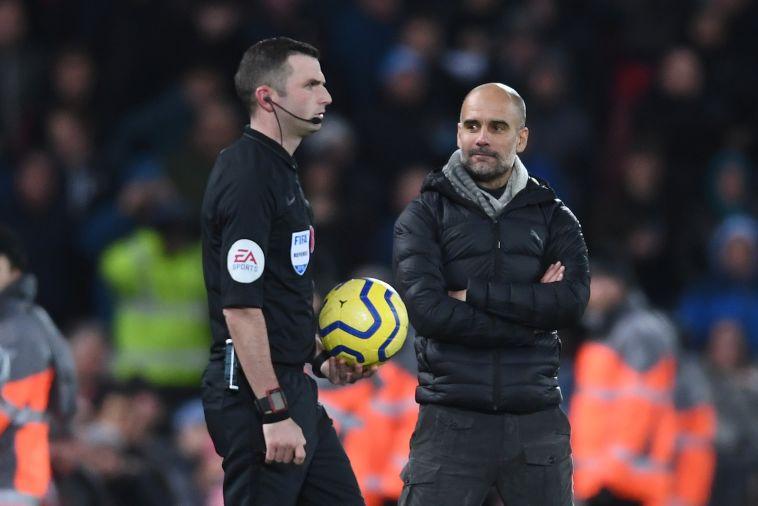 גווארדיולה ומייקל אוליבר. אפשר להבין את הכעס של המאמן (Laurence Griffiths/Getty Images)