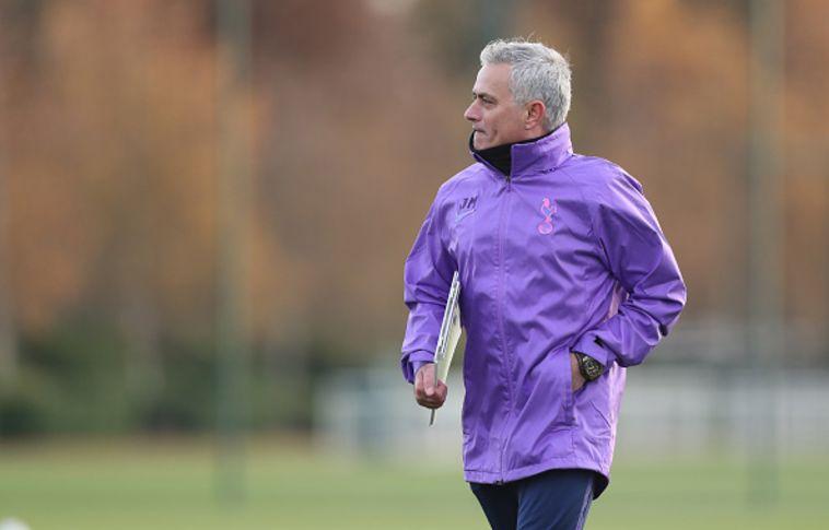 מוריניו באימון טוטנהאם. יושב בול על הקבוצה במתכונת הנוכחית (Tottenham Hotspur FC / Contributor)