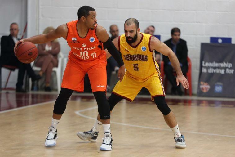 קורי פישר. בין המצטיינים עם 14 נק' (אתר FIBA)