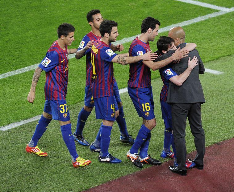 """גווארדיולה נפרד משחקני ברצלונה. """"זאת היתה החלטה שלו לעזוב"""" (JOSEP LAGO/AFP/GettyImages)"""