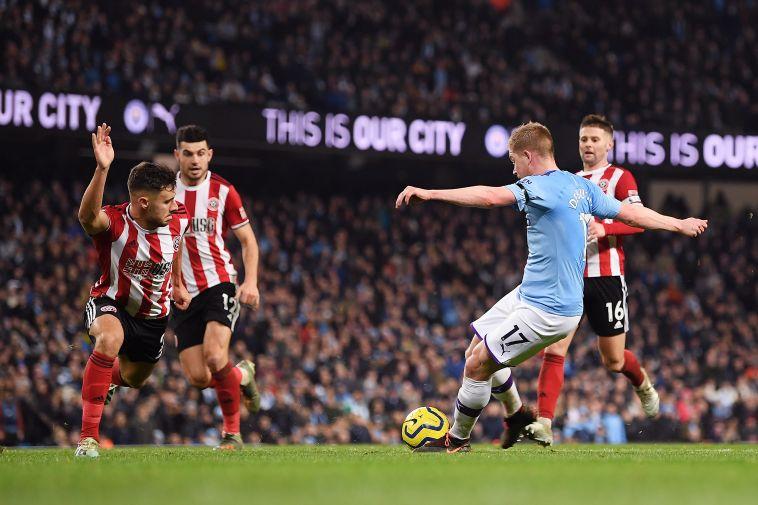 דה בריינה מטעה את ההגנה של שפילד. עוד משחק נהדר של הבלגי (Michael Regan/Getty Images)