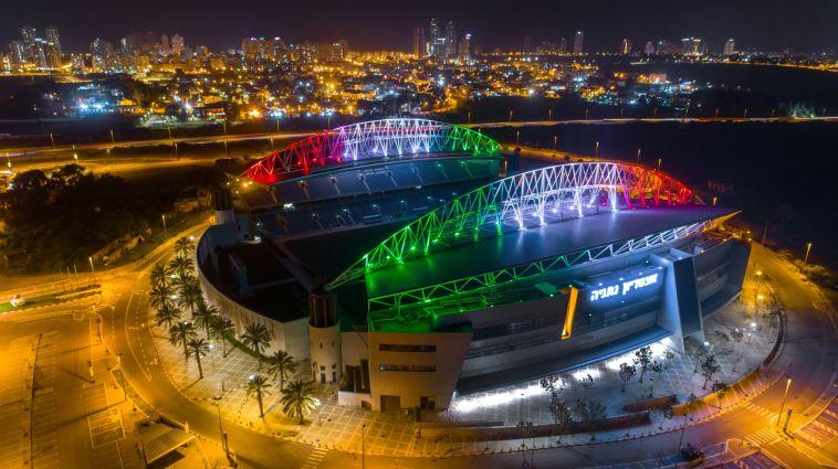 אצטדיון נתניה מואר בצבעי דגל איטליה (רן אליהו)