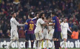 שחקני ברצלונה עם שחקני ריאל מדריד